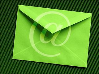 Если сравнивать между собой прямую почтовую рассылку и рассылку с помощью e-mail, то себестоимость последней будет значительно ниже.